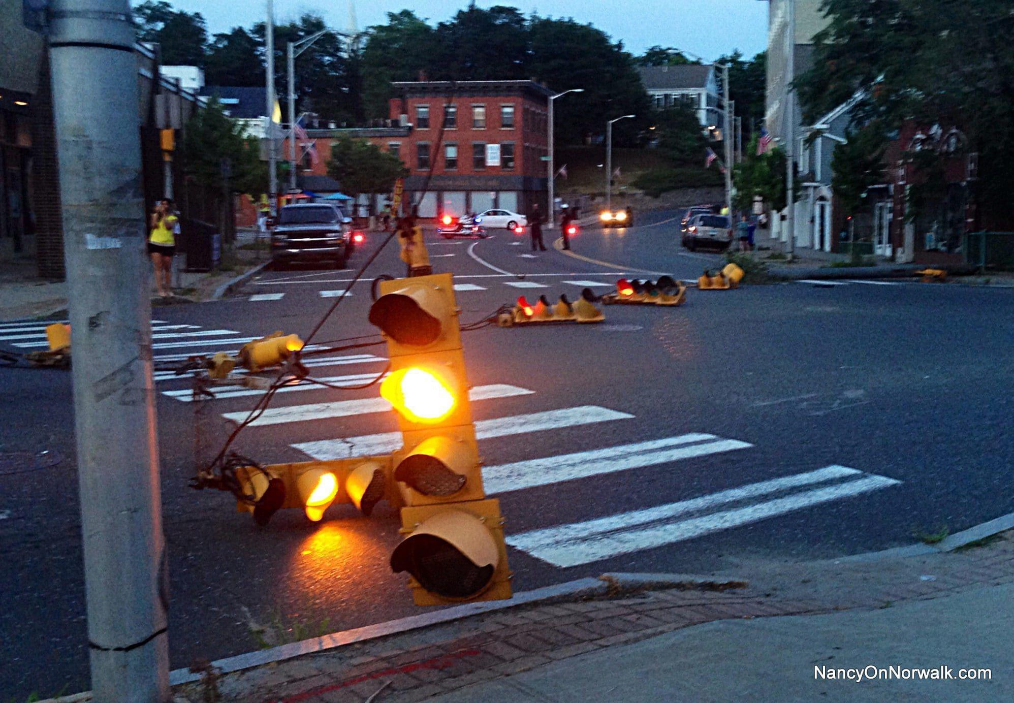 Norwalk Lucky Falling Traffic Lights Didn T Hurt Anyone Nancy On Norwalk