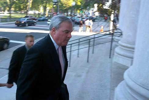 Former Gov. John G. Rowland enters court Thursday for closing arguments (Hugh McQuaid / ctnewsjunkie)