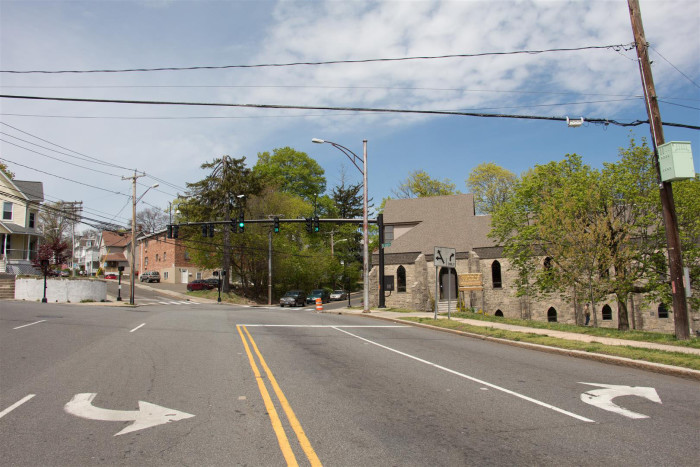 The view from the center of Washington Street, where it meets Flax Hill  Road, Fairfield Avenue and Couch Street. (Photo by Jim Clark.)